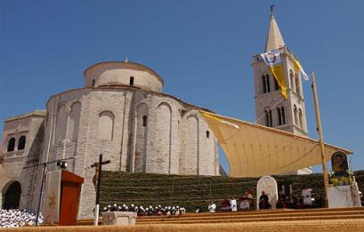 A view of the altar of a mass celebration led by Pope John Paul (news - web sites) II in front of Zadar's St. Donato church, Croatia, Monday, June 9, 2003. The Pope is on the last day of his five-day visit to Croatia. (AP Photo/Domenico Stinellis, pool)